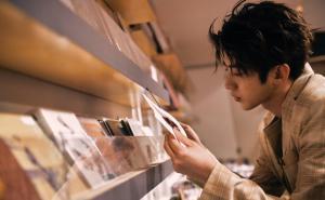 顶级流量小生蔡徐坤纽约街拍帅气图片