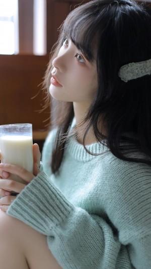牛奶肌美女养眼甜美写真