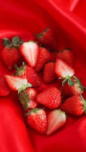 让人垂涎欲滴红彤彤草莓手机壁纸