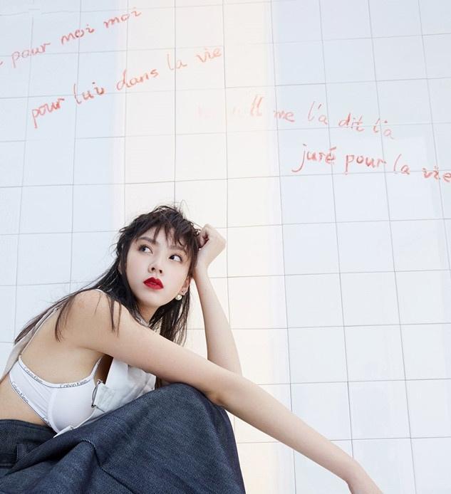 孙嘉灵诠释叛逆少女的时尚路径写真