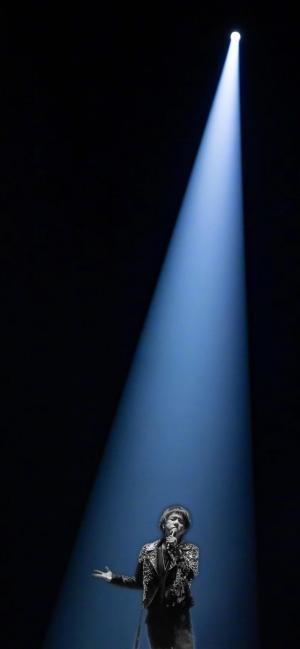 抖音上很火的華晨宇演唱會一束光