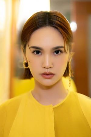 楊丞琳黄色连身长裙风采写真图片