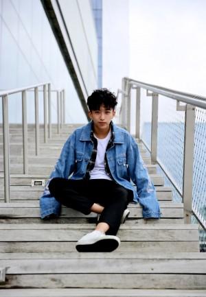 黄子弘凡雅痞风青春写真图片