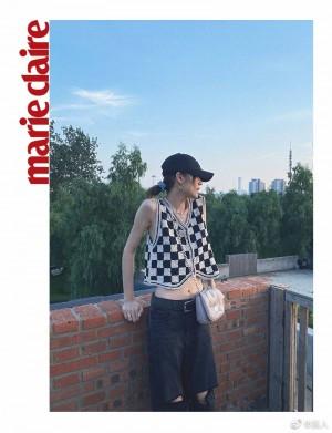 刘雯黑白格纹马甲漂亮苗条写真图片