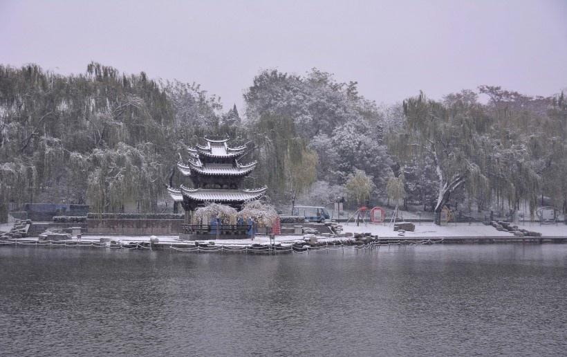 雪中陶然亭公园图片写真
