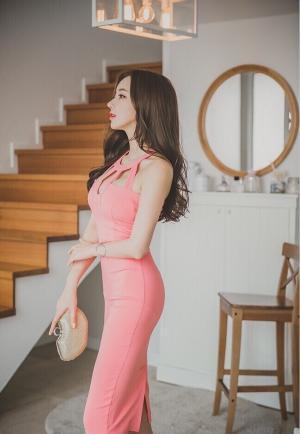 楼梯边美女模特李妍静魔鬼时尚写真