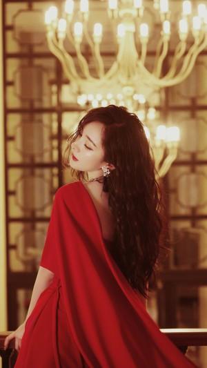 杨幂美艳红裙优雅高清桌面壁纸