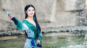 妖艳性感古装美女水中嬉戏迷人诱惑写真