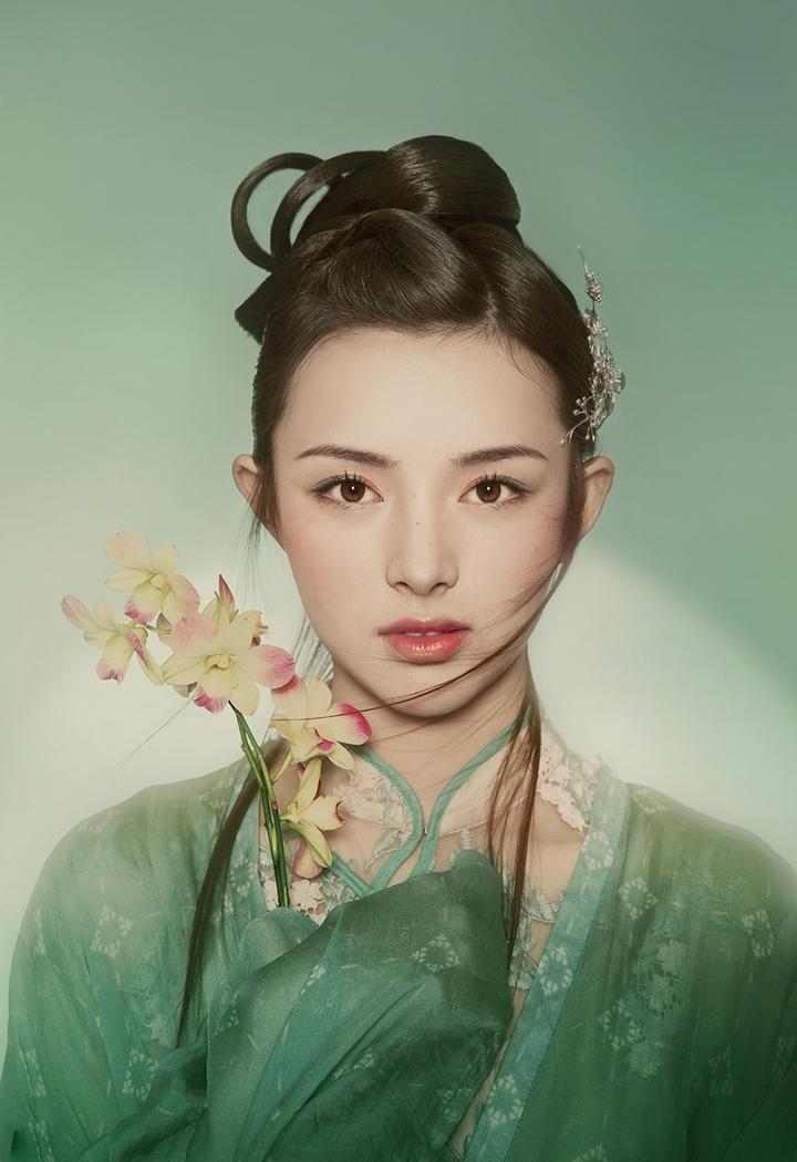 古装清秀美丽的美女写真照片