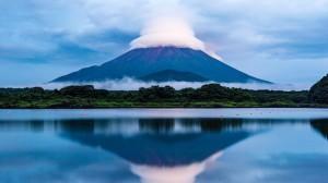 壮丽日本富士山高清桌面壁纸