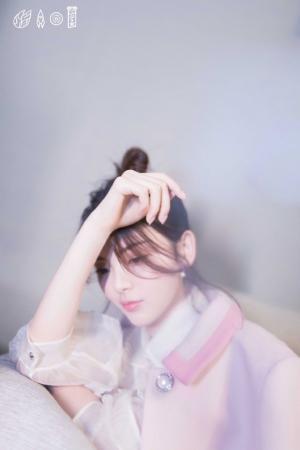 杨超越甜美优雅少女感写真图片