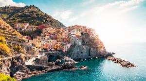意大利马纳罗拉 悬崖上的小镇 五渔村高清风景壁纸