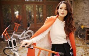 李沁橙色冬日暖意迷人写真