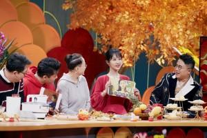 杨紫2020北京春晚舞台甜美照图片
