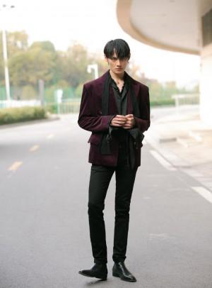 汪卓成紫色丝绒西装儒雅帅气图片
