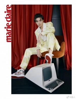 王俊凯淡黄色水波纹西装套装明亮耀眼写真图片