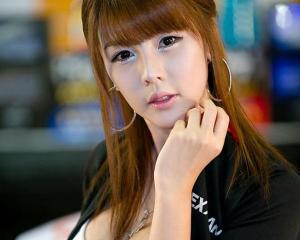 韩国顶级美女车模李智友高清写真