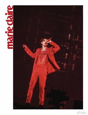 蔡徐坤红色亮片刺绣西服套装高贵野性舞台照图片