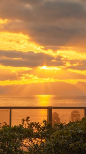海上黄昏浪漫绚烂风景