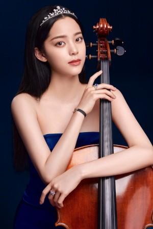 欧阳娜娜优雅大提琴写真图片