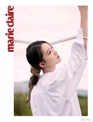 李沁简单清爽白衬衫清冷大方写真图片