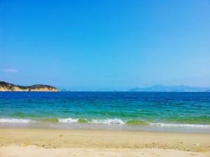 被风吹过的海边美景