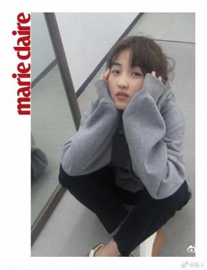 张子枫灰色卫衣清新少年感写真图片