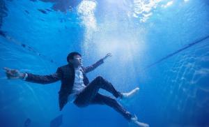 林俊杰JJ新专辑《和自己对话》水底图片