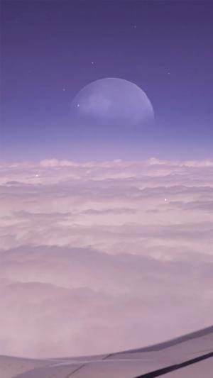 云层上的月亮梦幻摄影