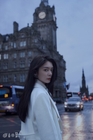 傅菁魅力气质街拍写真图片