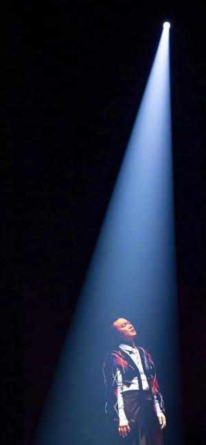 抖音上很火的陳奕迅演唱會一束光