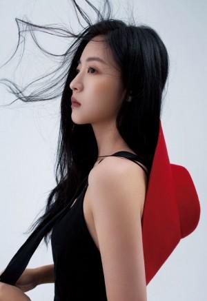 SNH48孙芮吊带黑裙冷艳写真图片