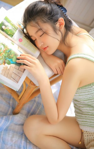 柴蔚居家少女写真图片
