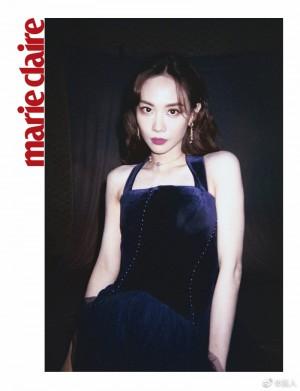王霏霏深蓝色天鹅绒连衣裙高贵优雅写真图片