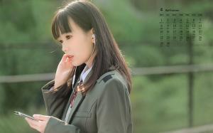2019年4月圆脸校服女生清新甜美日历壁纸