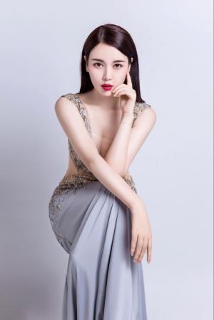 嫩模林梓萱时尚杂志唯美写真
