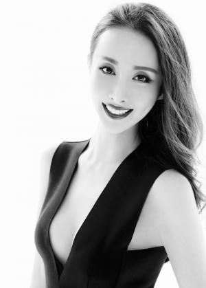 美女王若心演绎黑白时尚大片性感写真