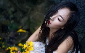 白色吊带裙美女湿身诱惑写真