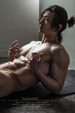 新的拍摄室  谢梓秋男体艺术