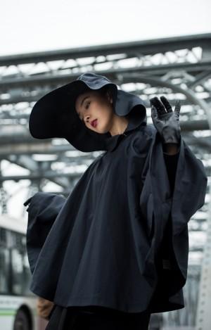 朱颜曼滋黑白质感时尚街拍图片
