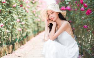 白衣清纯少女花墙边唯美写真