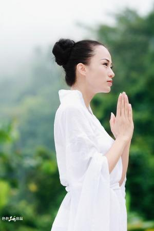 最美瑜伽教练:母其弥雅