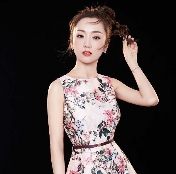 杨蓉高冷甜美女神范写真