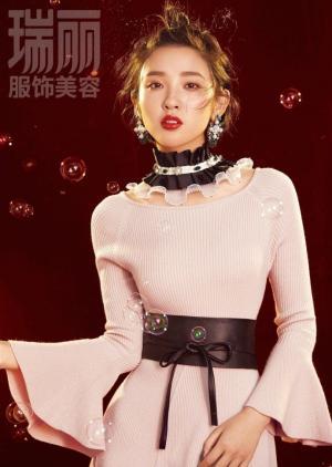 唐艺昕化身奇妙女孩登《瑞丽》10月刊封面