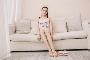 Toutiaogirls头条女神莫晓希粉色性感小背心加粉色短裤私房写真