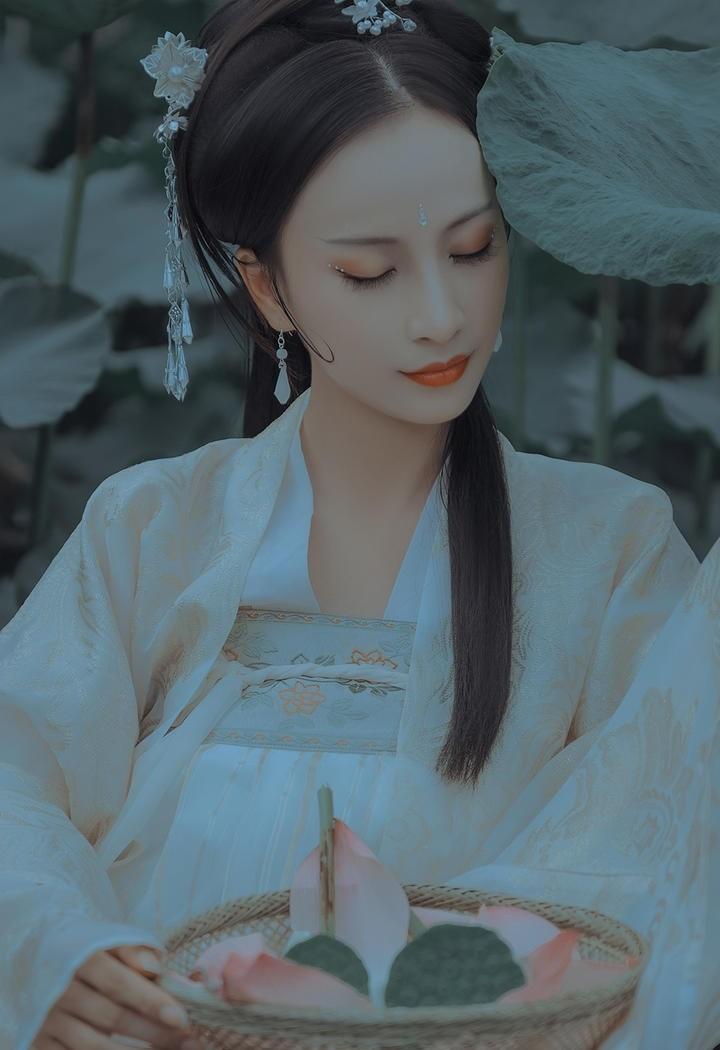 古典优雅气质古装美女图片
