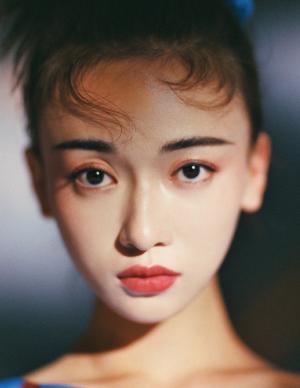 吴谨言个性时髦杂志写真图片